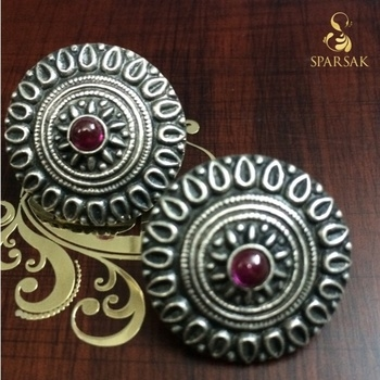 #Oxidised #silver #studs #earing pair ₹ 2200/- Length - 1.2 inches Width - 1.2 inches  COMPOSITION: 92.5 Sterling Silver  COD available in India. for orders Message or Whatsapp on +91 9636525302  #earings #shopnow #sparsak #studs #sterlingsilver #chandbali #shopnow  #temple #pearls #templejewellery #Sterlingsilver #danglers #inspiration #style #styleblogger #instalike #silver #socialbusiness #social #jewellery #workingmom #workinggirl #sparsakjewels #accessories